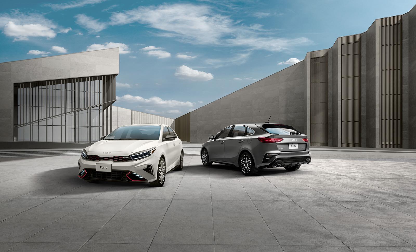 Kia Forte Hatchback 2022 en México exterior color blanco y plata