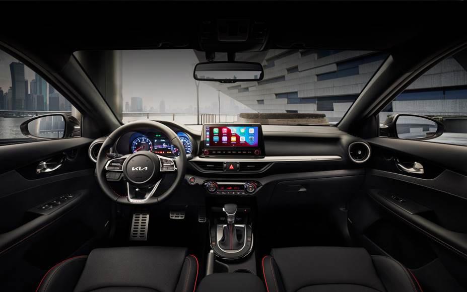 Kia Forte Hatchback 2022 en México interior pantalla touch, tablero, volante