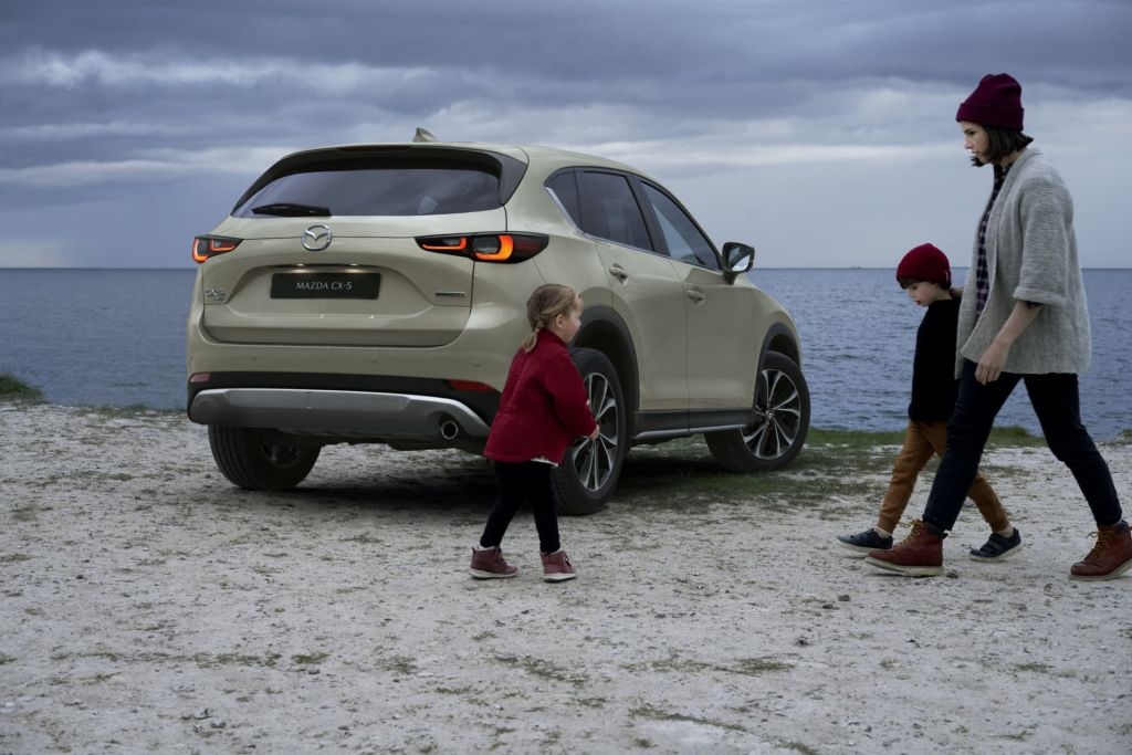 Mazda CX-5 2022 en playa