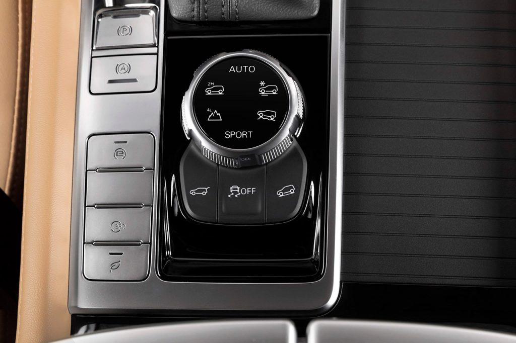 MG RX-8 2022 en México edición limitada de aniversario - control en consola
