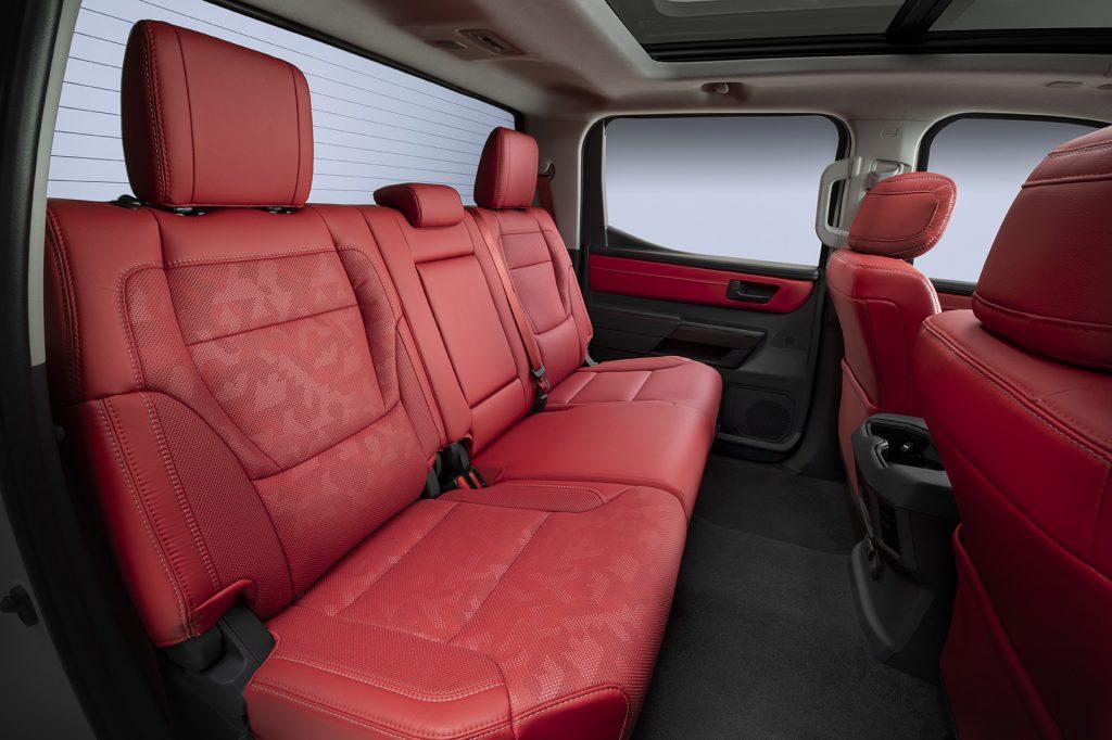 Toyota Tundra 2022 asientos color rojo piel