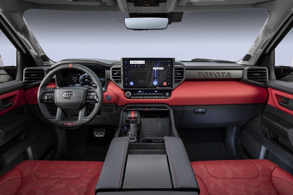 Toyota Tundra 2022 interior tablero y asientos color rojo