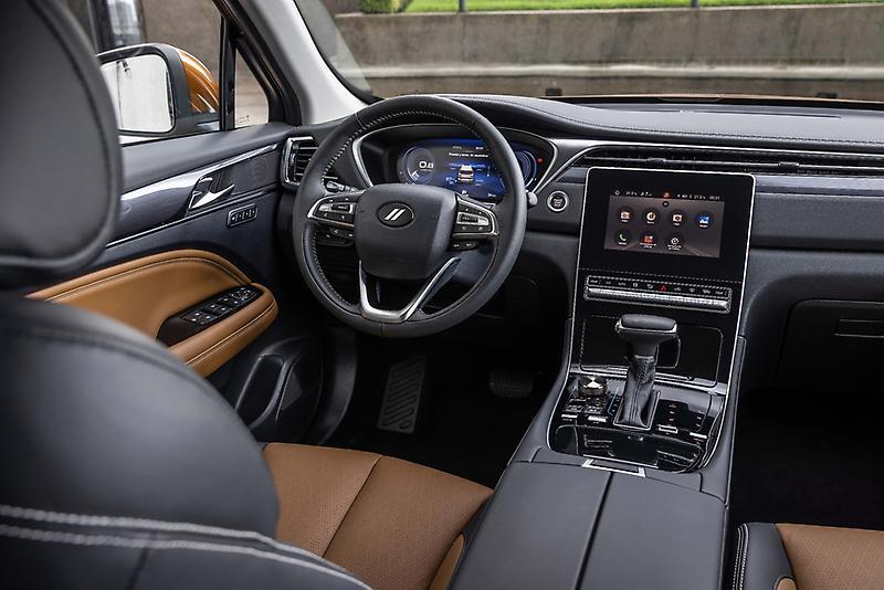Dodge Journey 2022 en México interiores pantalla touch, tablero, volante, palanca