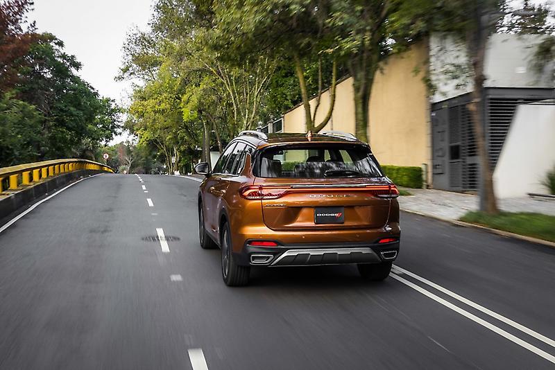 Dodge Journey 2022 en México en calle
